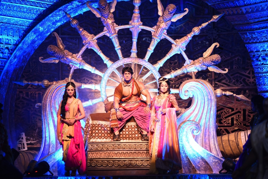 Contiloe Pictures_(l-r) Kajol Srivastava as Devi, Mohit Raina as Chand Ashoka and Somya Seth as Kaurwaki on Chakravartin Ashoka Samrat (1)