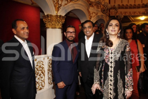 Neeta and Mukesh Ambani, Nikhil sanwale fest Director, aamir Khan and Priyanka Raina